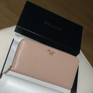 PRADA Cammeo Leather Zip Wallet 🌸